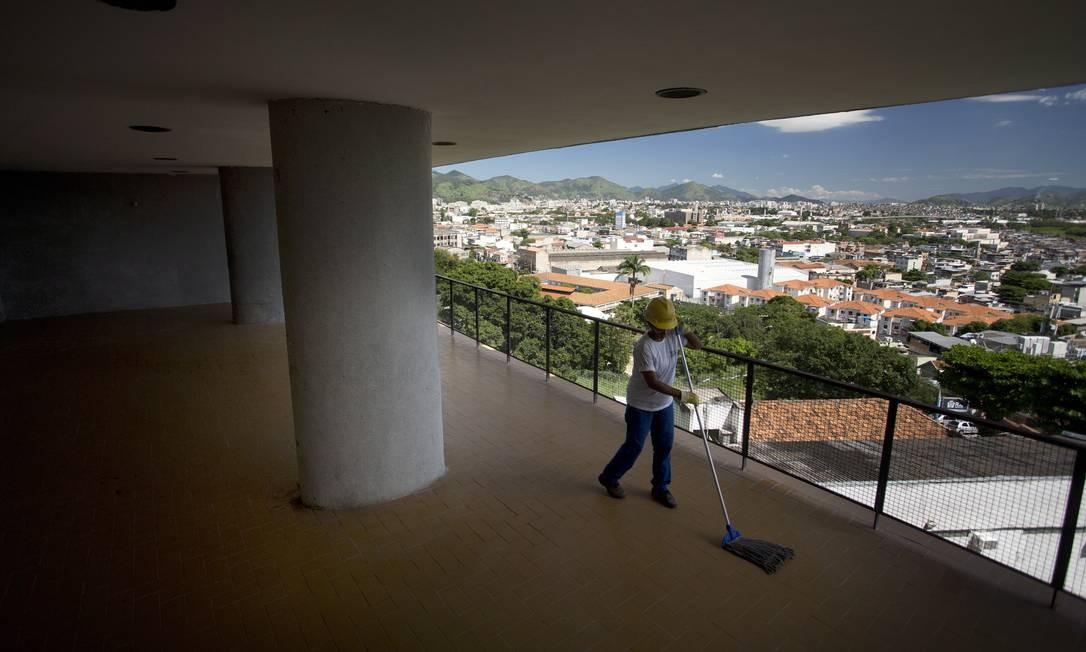 Foram quatro anos de obra para recuperar a estrutura e a aparência de um dos maiores exemplos da arquitetura moderna no país Foto: Márcia Foletto / O Globo