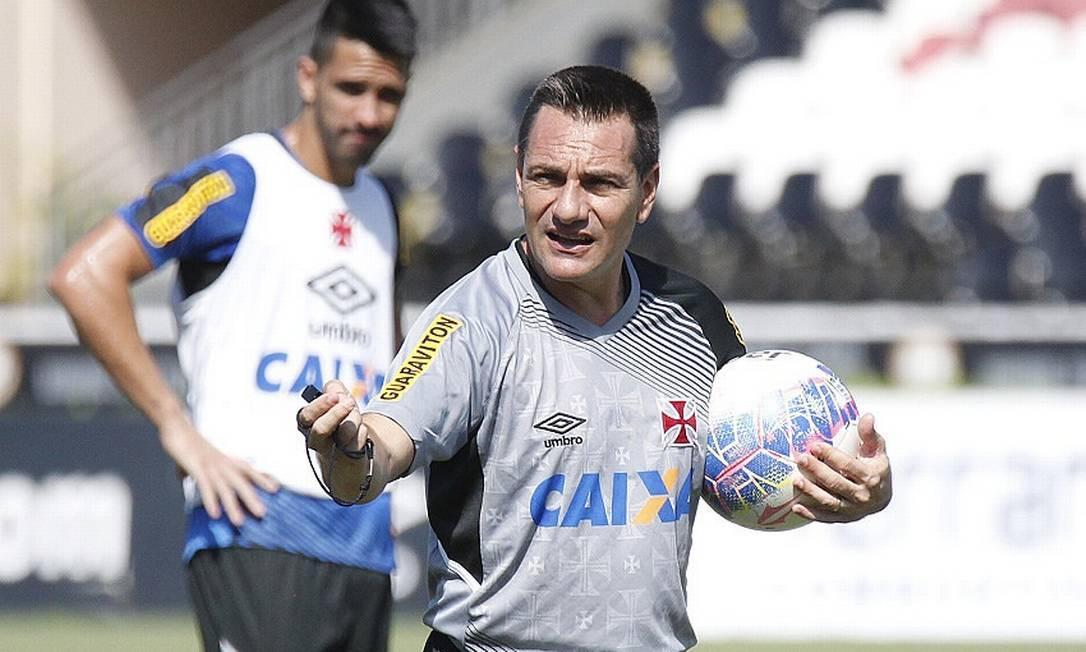 Doriva orienta o time do Vasco no treino em São Januário. Técnico fechou mais um treino antes do jogo contra o Flamengo Marcelo Sadio/Vasco
