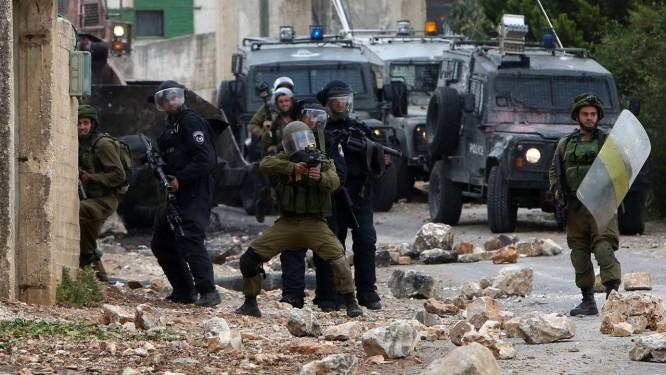 Forças de segurança reagem contra manifestantes Foto: JAAFAR ASHTIYEH / AFP