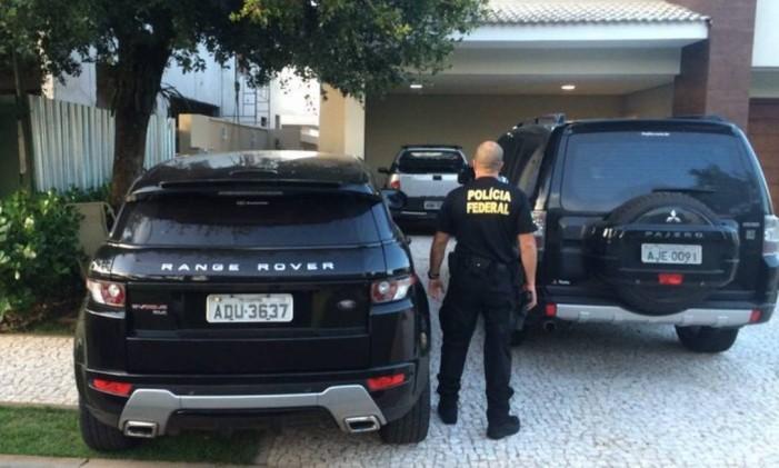 A Polícia Federal usou a Range Rover de Paulo Roberto Costa durante a operação. O veículo foi cedido pela justiça, provisoriamente, à PF. Foto: Vinicius Sassine / O Globo