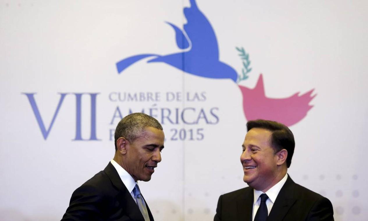 O presidente dos EUA, Barack Obama, se encontra com o do Panamá, Juan Carlos Varela Foto: JONATHAN ERNST / REUTERS