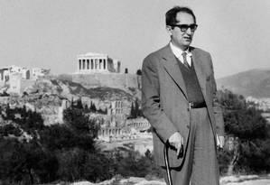 Mário Pedrosa em Atenas, com o Partenon ao fundo Foto: Divulgação/Centro de Documenta / Arquivo