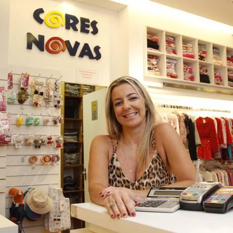 Empresária Flávia Trindade buscou novos fornecedores para manter preços baixos Foto: Eduardo Naddar / Agência O Globo