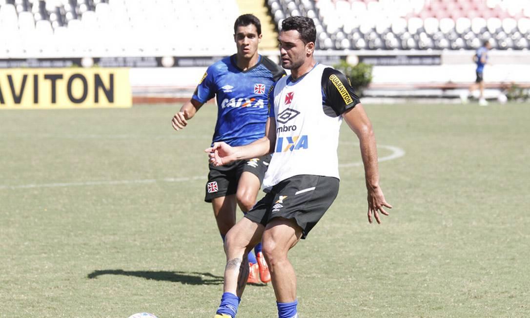 Artilheiro do time da Colina no Carioca, com sete gols, Gilberto domina a bola em São Januário MarceloSadio / Vasco da Gama