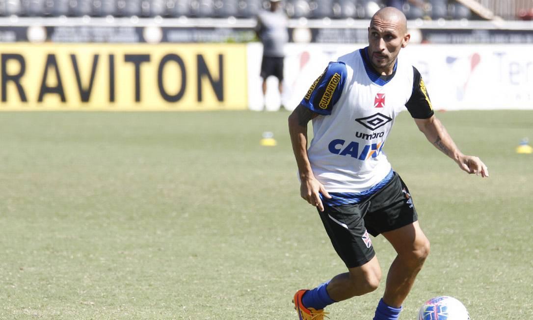 Expulxo na partida contra o Fla, mês passado, Guiñazú volta a enfrentar o rival, no domingo MarceloSadio / Vasco da Gama