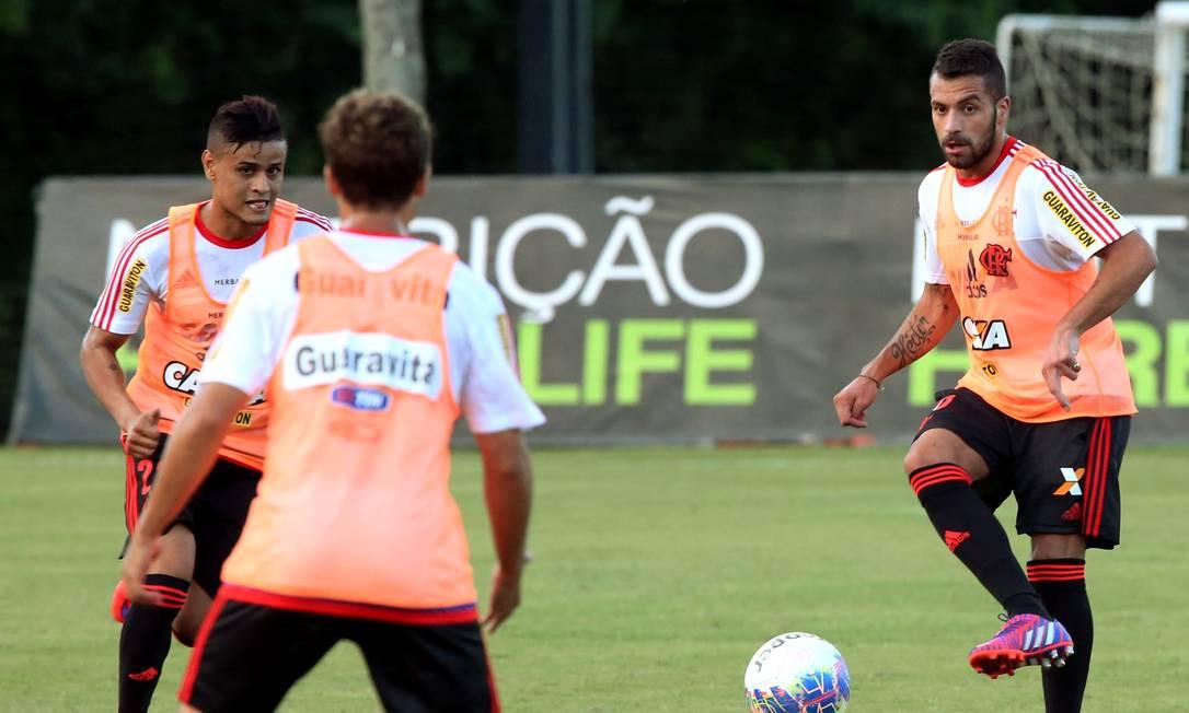 Everton e Canteros voltaram a treinar nesta sexta Cezar Loureiro / Agência O Globo