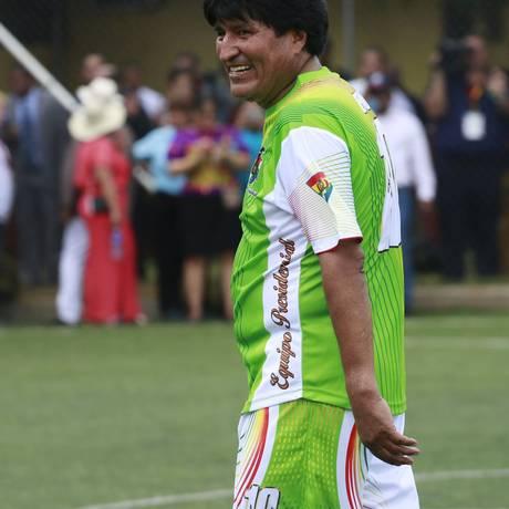 Morales joga uma partida de futebol com sindicalistas na Cidade do Panamá Foto: REUTERS