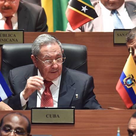 O presidente cubano, Raúl Castro, participa pela primeira vez da Cúpula das Américas Foto: AFP/RODRIGO ARANGUA