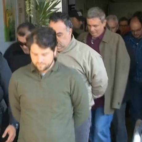 Presos deixam o IML de Curitiba neste sábado Foto: Reprodução/TV Globo