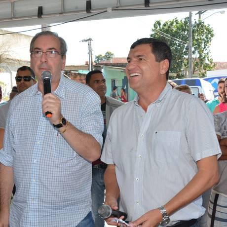 O presidente da Câmara, Eduardo Cunha (PMDB-RJ), ao lado do prefeito de Itaboraí, Helil Cardozo Foto: Divulgação/Edmilson Domingos