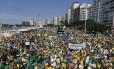Manifestantes em Copacabana