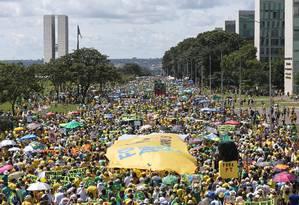 Manifestantes na Esplanada dos Ministérios Foto: Ailton de Freitas / Agência O Globo
