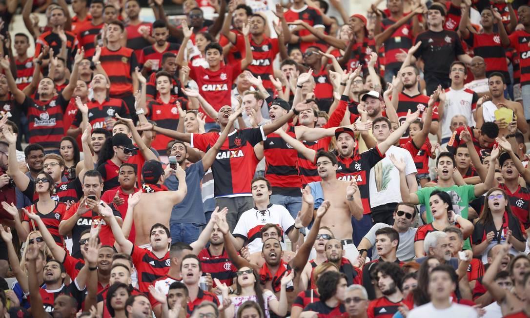 Durante o jogo, os torcedores do Flamengo fazem festa Guito Moreto / Agência O Globo