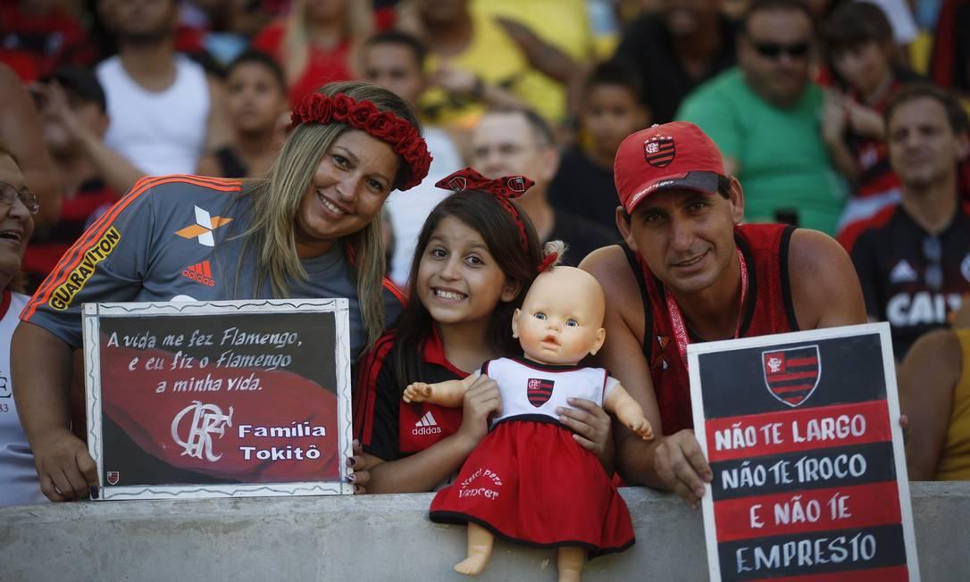Famílias e crianças estão no estádio para acompanhar o jogo Guito Moreto / Agência O Globo