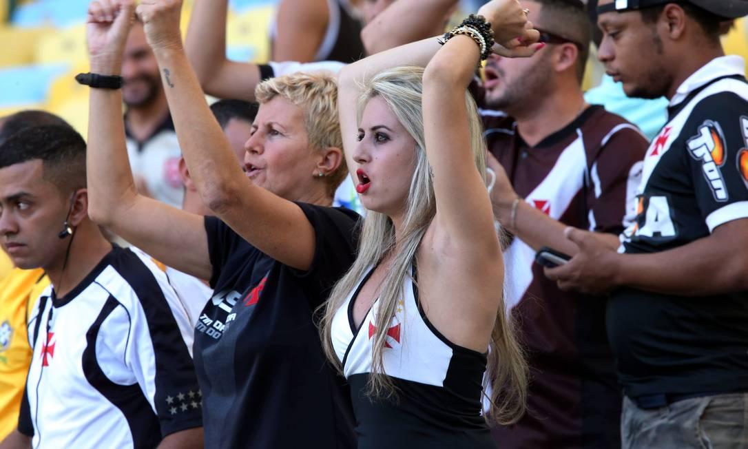 Muitas mulheres também marcam presença nas arquibancadas Cezar Loureiro / Agência O Globo