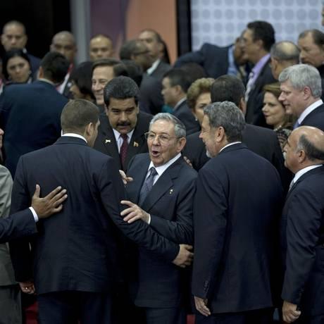 """Raúl Castro, a estrela. """"Nova era"""" das relações interamericanas foi inaugurada pela primeira participação de Cuba em um fórum hemisférico em 53 anos Foto: Ramon Espinosa / AP"""