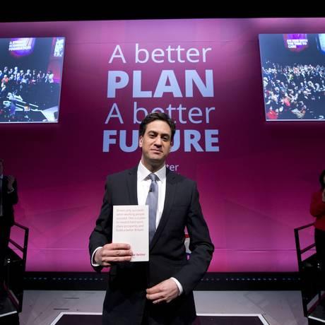 Ed Miliband lança manifesto de campanha em Manchester: discurso se focou principalmente em economia e gastos públicos Foto: OLI SCARFF / AFP