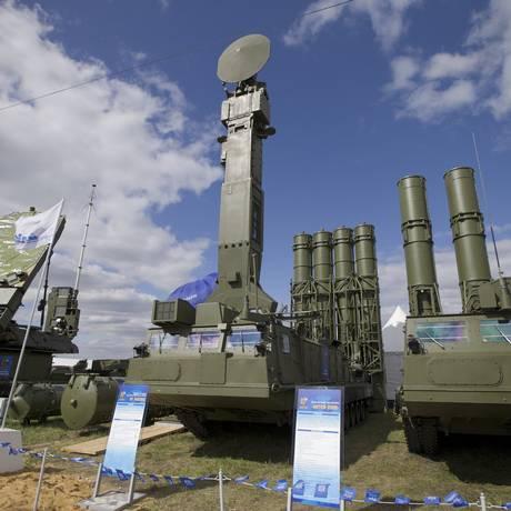 Sistema de mísseis de defesa aérea russo S-300 VM é exibido em Zhukovsky, nos arredores de Moscou Foto: Ivan Sekretarev / AP