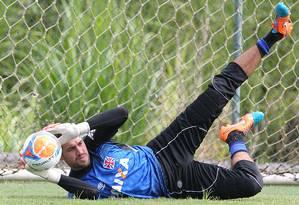 Martin Silva treina no Vasco com bola de 2014 Foto: Marcelo Sadio / Divulgação