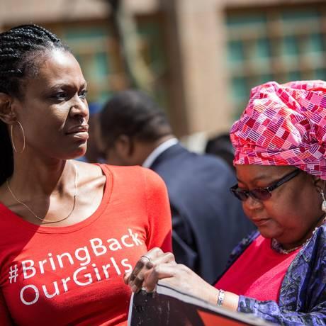 Ativistas protestam em Nova York no aniversário de um ano do sequestro de mais de 200 estudantes na Nigéria pelo grupo terrorista Boko Haram Foto: Andrew Burton/ AFP