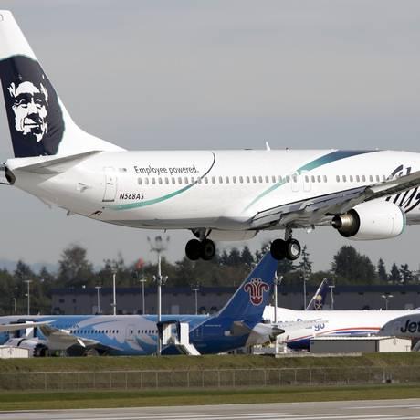 Alaska Airlines. Aviao da companhia com destino a Los Angeles foi obrigado a voltar para Seattle Foto: JASON REDMOND / REUTERS