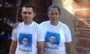 Os pais do menino Eduardo, morto por um tiro no Alemão Foto: Martha Santhuza