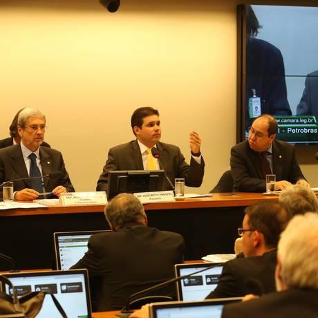 A CPI da Petrobras aprovou a convocação de 17 pessoas para prestar esclarecimentos, entre elas, Fernando Baiano, apontado como operador do PMDB, e Nestor Cerveró, ex-diretor da Área Internacional da Petrobras Foto: Ailton de Freitas / Agência O Globo