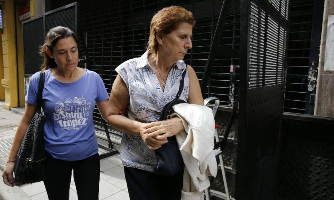 Sara Garfunkel (à direita), mãe do promotor morto Alberto Nismanm prestou depoimento e teve a casa revistada nesta terça-feira Foto: Ricardo Pristupluk / La Nación/GDA
