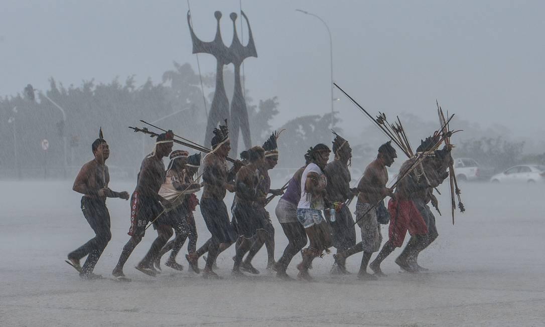 Índios de diversas etnias fazem manifestação em frente ao STF, em Brasília Foto: Valter Campanato / Agêicia Brasil
