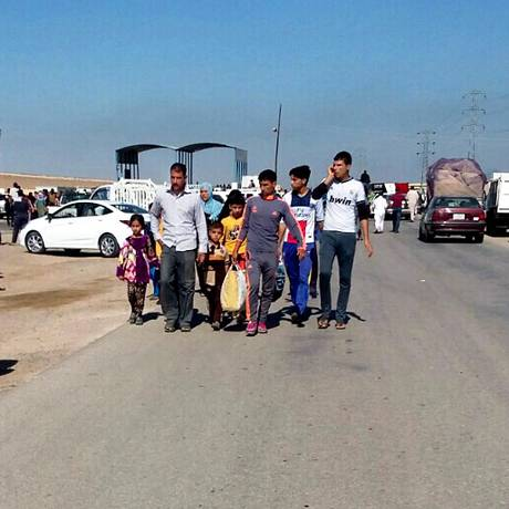 População de Ramadi foge em massa após avanços do Estado Islâmico Foto: AP