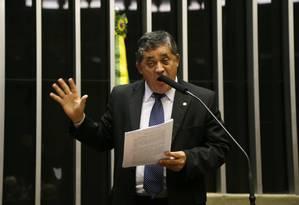 O deputado José Guimarães (PT-CE), líder do governo na Câmara, discursa no plenário Foto: Ailton de Freitas/ 8-4-2015