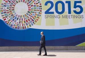 Cartaz do encontro de primavera do FMI e do Banco Mundial Foto: SAUL LOEB / AFP