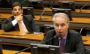 O deputado Marcos Montes (PSD-MG) (frente) é escolhido presidente da comissão e o deputado Claudio Cajado (DEM-BA) (atrás), um dos vice-presidentes Foto: Ailton de Freitas / Agência O Globo
