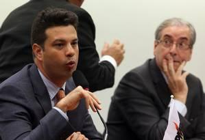 O líder do PMDB na Câmara, deputado Leonardo Picciani (RJ), lado do presidente da Casa, Eduardo Cunha Foto: Givaldo Barbosa/ 11-2-2015