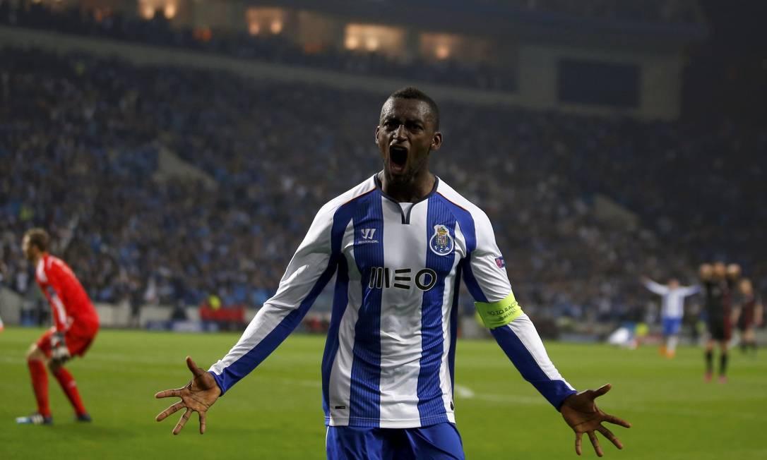 Jackson Martinez explode de alegria após marcar o 3º gol do Porto na vitória por 3 a 1 sobre o Bayern de Munique em Portugal RAFAEL MARCHANTE / REUTERS