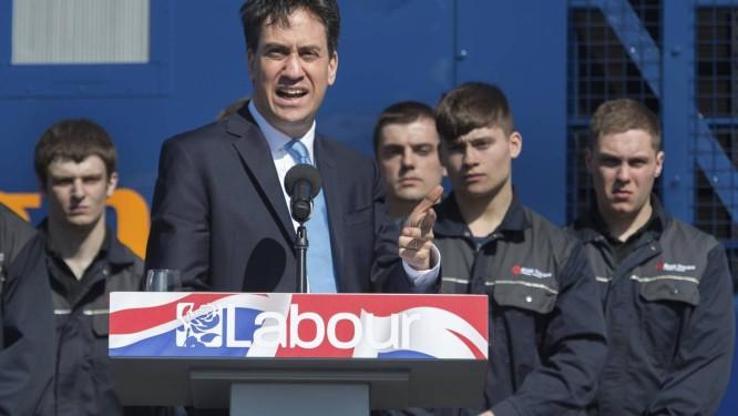 Ed Miliband. Líder do Partido Trabalhista enfrentou dois momentos inusitados na campanha eleitoral, ao ser fotografado comendo um sanduíche de bacon, e após a revelação de que sua casa tem duas cozinhas Foto: Stefan Rousseau / AP