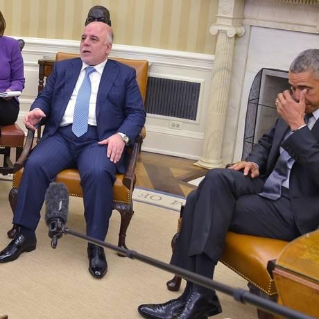 Haider al-Abadi (esquerda) durante encontro com Barack Obama no Salão Oval da Casa Branca nesta terça-feira Foto: MANDEL NGAN / AFP