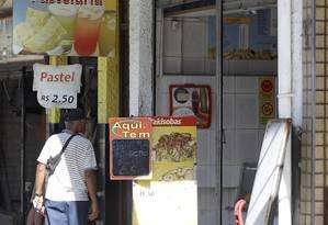 Pastelaria onde chineses estariam sendo mantidos em cárcere privado Foto: Gabriel de Paiva / Agência O Globo