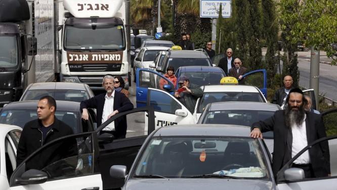 Com tocar das sirenes, israelenses param na manhã de quinta-feira Foto: BAZ RATNER / REUTERS
