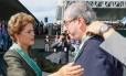 Dilma condecora presidente da Câmara Eduardo Cunha no Dia do Exército