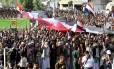 Simpatizantes dos houthis protestam em Sanaa contra o embargo de armas decretado pela ONU contra o grupo