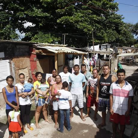 Moradores da Vila da Amizade esperam por regularização Foto: Eduardo Naddar / Agência O Globo