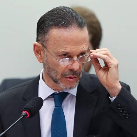 Presidente do BNDES, Luciano Coutinho, prestou depoimento à CPI nesta quinta Foto: André Coelho / Agência O Globo