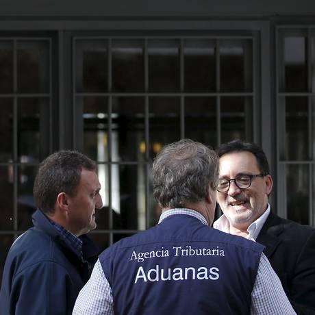 Inspetores espanhóis chegam à casa de Rato Foto: SERGIO PEREZ / REUTERS