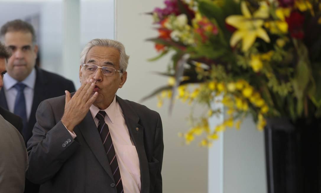 O presidente do Vasco, Eurico Miranda, mandou beijinhos para os jornalistas Alexandre Cassiano / Agência O Globo