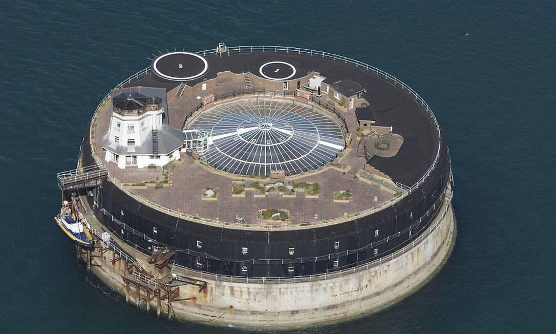 Cercado pelo mar, antigo forte vitoriano reabre as portas como hotel de luxo no sul da Inglaterra