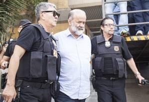 A chegada de João Vaccari Neto à Polícia Federal, em Curitiba Foto: Rafael Forte/15-4-2015 / Agência O Globo