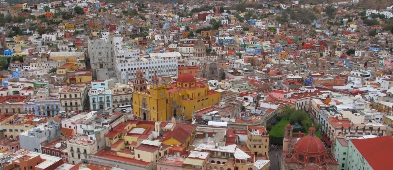 Terreno irregular e arquitetura colonial marcam a paisagem de Guanajuato, no México Foto: O Globo / Adalberto Neto