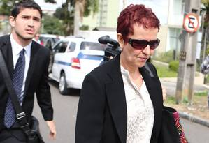 Marice Correia de Lima, cunhada do tesoureiro do PT, João Vaccari Neto, se entregou nesta sexta-feira na Superintendência da Policia Federal em Curitiba (PR) Foto: Rafael Fortes / Agência O Globo