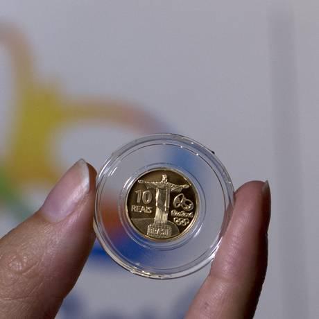Moeda do segundo conjunto de nove moedas comemorativas dos Jogos Olímpicos e Paralímpicos Rio 2016 Foto: Silvia Izquierdo / AP